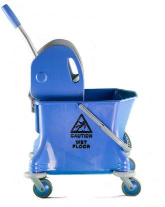 Set di prodotti per la pulizia e l'igiene degli spazi domestici e lavorativi