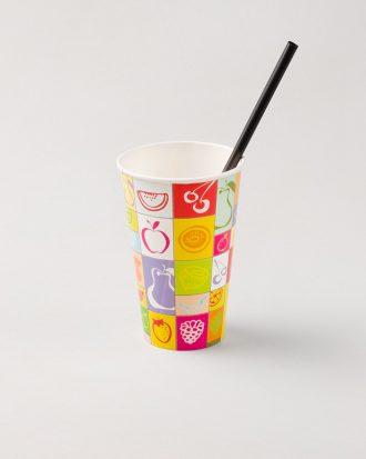 Bicchieri di carta con diverse fantasie, ideale per contenere le bevande preferite durante gli eventi o le serate tra amici