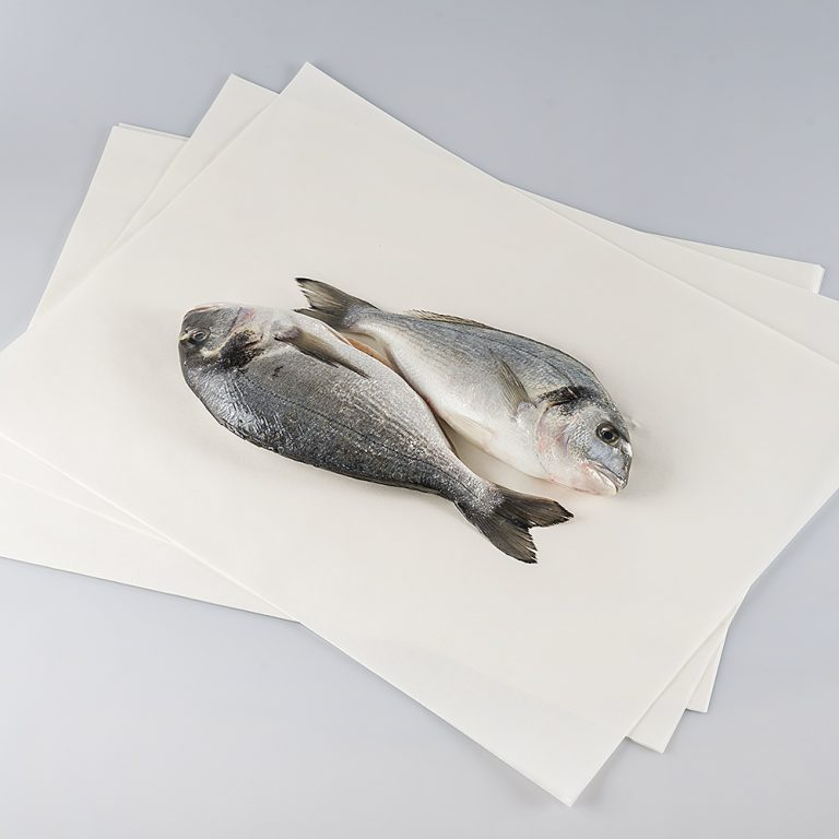 Foglio di carta vegetale, resistente all'umido, ideale per conservare al meglio i prodotti freschi come il pesce