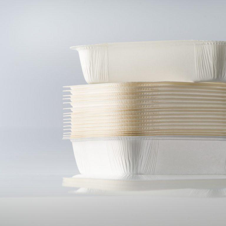 Vaschetta in polietilene termosaldabile di diversi formati, ideale per trasportare tutti i prodotti, soprattutto quelli più unti