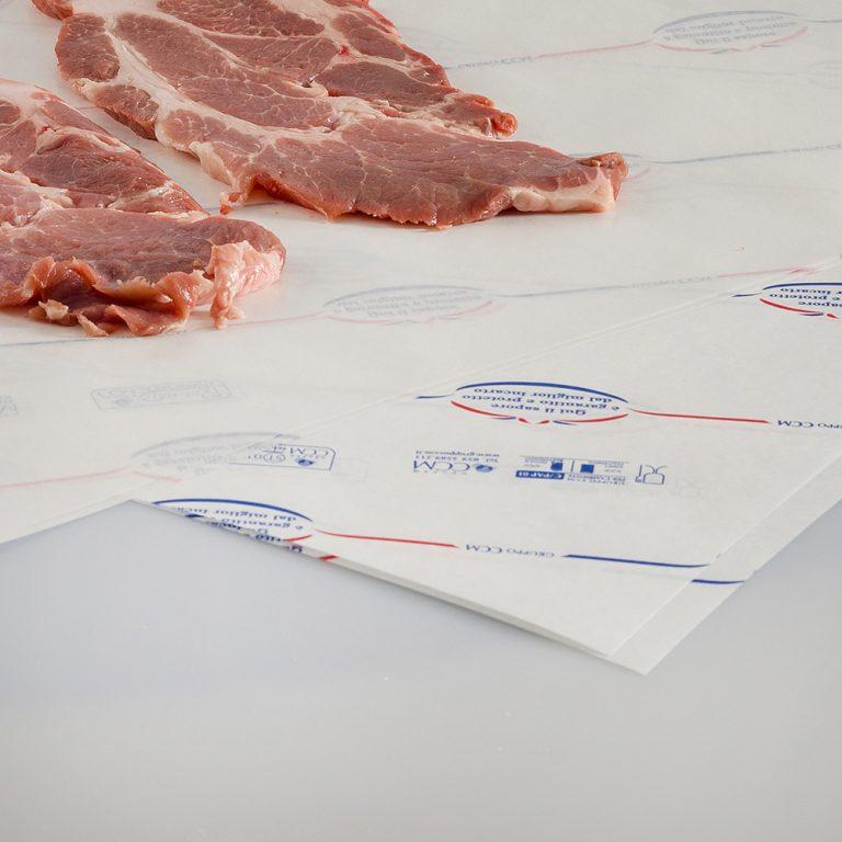Foglio di carta politenata, particolarmente resistente al grasso, ideale per prodotti da macelleria